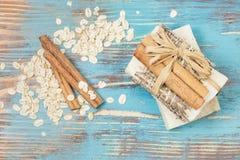 Sapone della farina d'avena della cannella Fotografia Stock Libera da Diritti
