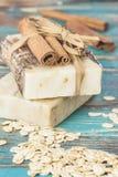 Sapone della farina d'avena della cannella Fotografie Stock Libere da Diritti