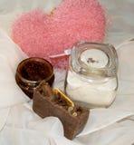 Sapone fatto a mano con cuore rosa Fotografie Stock