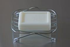 Sapone nel piatto di sapone del metallo Immagine Stock