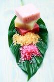 Saponi e sale di bagno al gusto di frutta belli Fotografie Stock