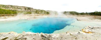 Sapphire Pool på den Yellowstone nationalparken Arkivfoto