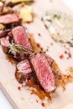 Sappig lapje vlees middelgroot zeldzaam rundvlees Stock Fotografie