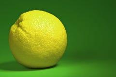 Sappige citroen. stock afbeelding