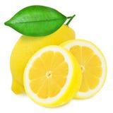 Sappige gele die citroenen op een witte achtergrond worden geïsoleerd Stock Afbeeldingen