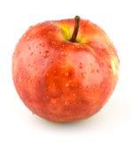 Sappige rode appel met waterdruppeltjes Stock Foto