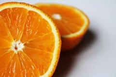 sappige sinaasappel van een segment Stock Foto's
