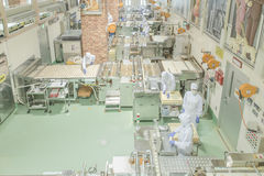 Sapporo - 11 Μαΐου: Εργαζόμενος που εργάζεται στο εργοστάσιο σοκολάτας Ishiya στις 11 Μαΐου 2015 σε Sapporo, Ιαπωνία Στοκ Φωτογραφίες