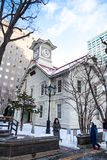 Sapporo, Giappone, il 2 gennaio 2018: La torre di orologio di Sapporo è un di legno Fotografia Stock Libera da Diritti