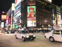 SAPPORO, JAPÃO - 17 DE DEZEMBRO DE 2016: Passagens do tráfego com o Susuki Imagem de Stock
