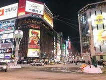 SAPPORO, JAPÓN - 17 DE DICIEMBRE DE 2016: Pasos del tráfico con el Susuki Fotos de archivo