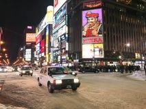SAPPORO JAPAN - DEC 17, 2016: Trafik passerar till och med Susukien Fotografering för Bildbyråer