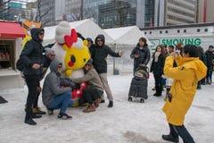 Sapporo Japan - Februari 2017: Den 68th festivalen för Sapporo snö på Odori parkerar Royaltyfri Bild
