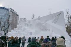 Sapporo Japan - Februari 2017: Den 68th festivalen för Sapporo snö på Odori parkerar Arkivfoton