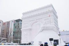 Sapporo Japan - Februari 2017: Den 68th festivalen för Sapporo snö på Odori parkerar Arkivbilder