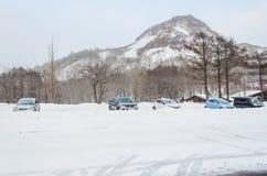 Sapporo, Japan - 8. März 2014: Die Autos im Parkplatz af Stockfotos