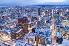 Sapporo, Japonia, Styczeń 28, 2018: Półmrok godziny widok z lotu ptaka centr zdjęcie stock