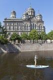Sapsulf sul fiume di Karpovka di fronte al convento del ` s di St John a St Petersburg Immagine Stock