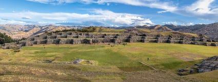Saqsaywaman或Sacsayhuaman印加人废墟-库斯科,秘鲁全景  库存图片