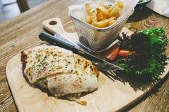 Saque de parma da galinha com batatas fritas Fotografia de Stock Royalty Free