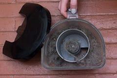 Saque el polvo de esto es el polvo en el envase del polvo del aspirador foto de archivo libre de regalías