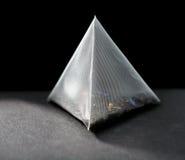 Saquinho de chá da pirâmide imagens de stock