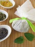Saquinho de chá do banho com ervas Fotografia de Stock Royalty Free