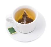 Saquinho de chá em um copo branco na Fotografia de Stock
