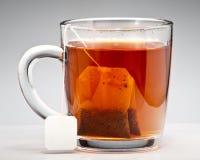 Saquinhos de chá no copo Fotos de Stock