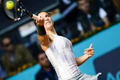 Sara Errani nell'azione durante il tennis di Madrid Mutua aperto Fotografia Stock Libera da Diritti