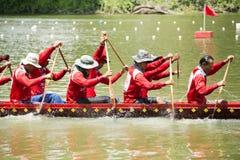 SARABURI, THAILAND - 29. SEPTEMBER: Nicht identifizierte Mannschaft im traditi Stockbild