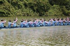 SARABURI, THAILAND - 29. SEPTEMBER: Nicht identifizierte Mannschaft im traditi Stockfotos