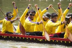SARABURI, THAILAND - 29. SEPTEMBER: Nicht identifizierte Mannschaft im traditi Stockfotografie