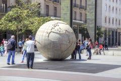saragossa Eine Skulptur ist Kugel Stockbilder