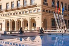 SARAGOSSA, ESPANHA - 27 DE SETEMBRO DE 2017: Estátua do pintor espanhol famoso Francisco de Goya em Pilar Square Copie o espaço p fotografia de stock royalty free