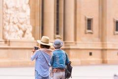SARAGOSSA HISZPANIA, WRZESIEŃ, - 27, 2017: Turyści w Pilar kwadracie Odbitkowa przestrzeń dla teksta obraz royalty free