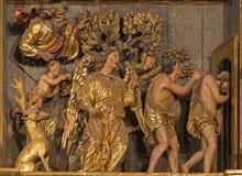 SARAGOSSA, SPANIEN - 3. MÄRZ 2018: Die Entfernung von Adam und von Eve von Paradies polychome schnitzte Renaissanceentlastung Stockfotografie