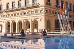 SARAGOZZA, SPAGNA - 27 SETTEMBRE 2017: Statua del pittore spagnolo famoso Francisco de Goya in Pilar Square Copi lo spazio per fotografia stock libera da diritti