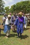 Sarah Kilemi fru av parlamentmedlemmen Kilemi Mwiria, talar till kvinnor utan makekvinnor som har utfrysts från societ Royaltyfri Foto