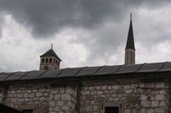 Sarajevo, Bośnia i Herzegovina, Bascarsija, Zegarowy wierza, Gazi Błagamy meczet, Taslihan, karawanseraj obrazy stock