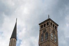 Sarajevo, Bośnia i Herzegovina, Bascarsija, Zegarowy wierza, Sarajevska Sahat Kula, Gazi Błagamy meczet, linia horyzontu fotografia stock