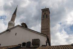 Sarajevo, Bośnia i Herzegovina, Bascarsija, Zegarowy wierza, Sarajevska Sahat Kula, Gazi Błagamy meczet, linia horyzontu fotografia royalty free