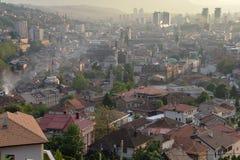 Sarajevo, Bosnia Mening van de stad bij zonsondergang Stock Foto