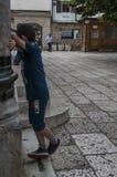 Sarajevo, Bosnia y Herzegovina, Gazi Husrev-pide la mezquita, Islam, Quran, Corán, mezquita, Bascarsija, escondite, niño, juego foto de archivo libre de regalías