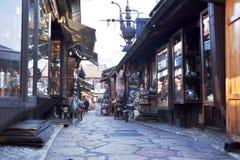 Sarajevo Europa 09 02 2018 shoppar fot- område för det gamla centret med litet Arkivfoton