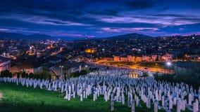 Sarajevo på den panorama- natten royaltyfri fotografi