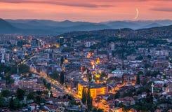 Sarajevo-Sonnenuntergangpanoramablick stockfoto