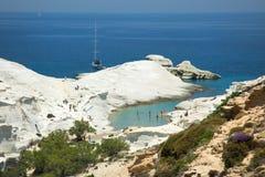 Sarakinikostrand op Milos Island in Griekenland stock fotografie