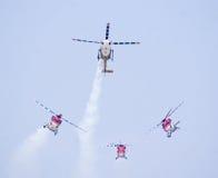 Sarang- el equipo aeroacrobacia de IAF de helicópteros Foto de archivo libre de regalías