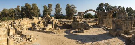 Saranta Kolones古老堡垒废墟全景在帕福斯 免版税库存图片